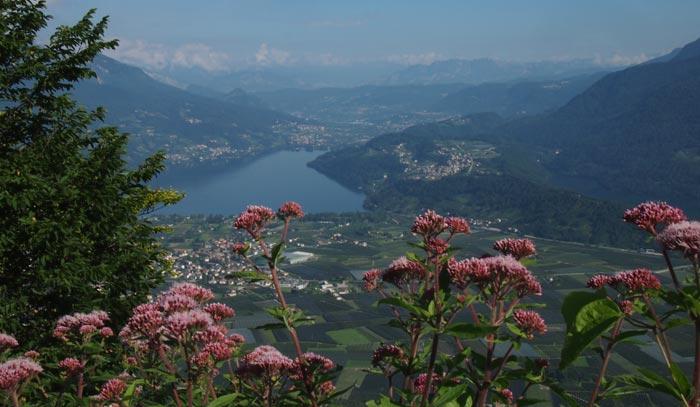Lago di Caldonazzo op links, Lago di Levico op rechts