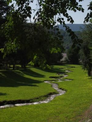 slingerend riviertje Levico