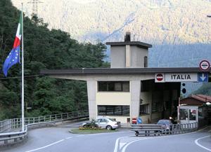 Copyright foto M. Stefan. Grens Italië-Zwitserland bij Tirano