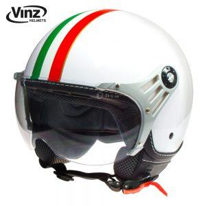 Op de scooter met een Italiaanse helm