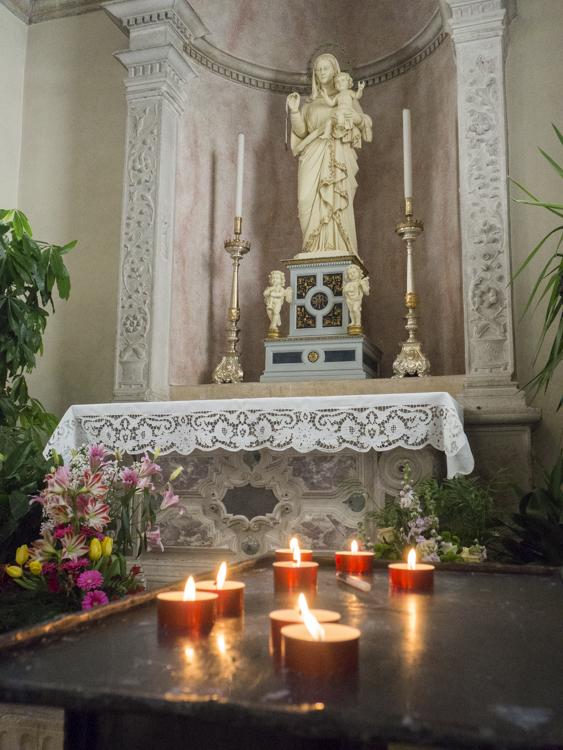 Heiligen bij begrafenis in Italië