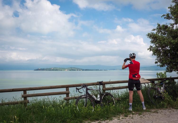 Fietsen aan Lago Trasimeno © Claudia Zanin